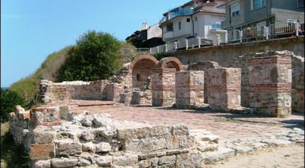 Базилика Света Богородица Елеуса Несебър стар град