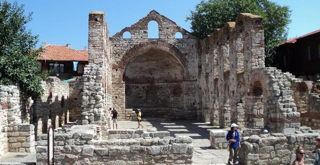 Новата митрополия в стария град на Несебър