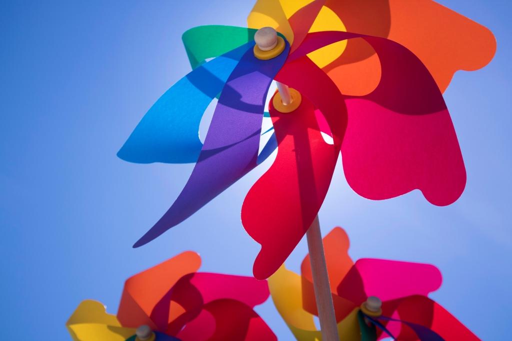 цветна вятърна въртележка
